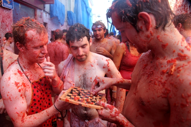 By flydime - La Tomatina (25.08.2010) / Spain, Buñol, CC BY-SA 2.0, https://commons.wikimedia.org/w/index.php?curid=11911686